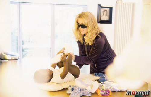 Madonna changes David's pampers - Photo by Alison Jackson
